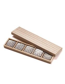 【錫の重厚感に伝統の気品と美しさ】縁起の良い吉祥紋様の 箸置き 5客セット
