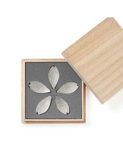 【錫の表情に春のおもてなしを添えて】「桜」をかたどった 箸置き 5客セット